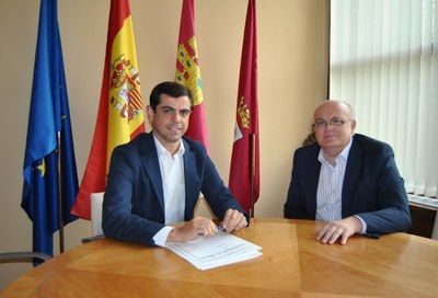 El alcalde de Albacete, Javier Cuenca, se ha reunido con el delegado provincial de la Junta de Comunidades de Castilla-La Mancha, Pedro Antonio Ruiz Santos, para estrechar lazos de colaboración entre ambas administraciones públicas en beneficio de la ciudad