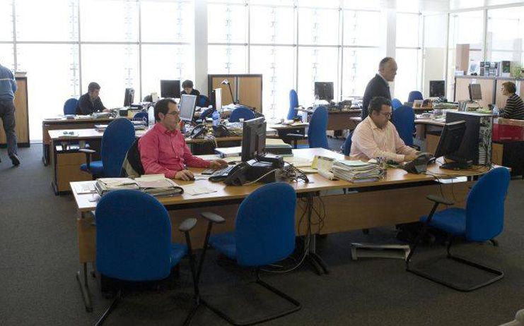 El Gobierno regional acuerda con los sindicatos por unanimidad devolver este año a los funcionarios el 26,23% de la paga extra suprimida en 2012