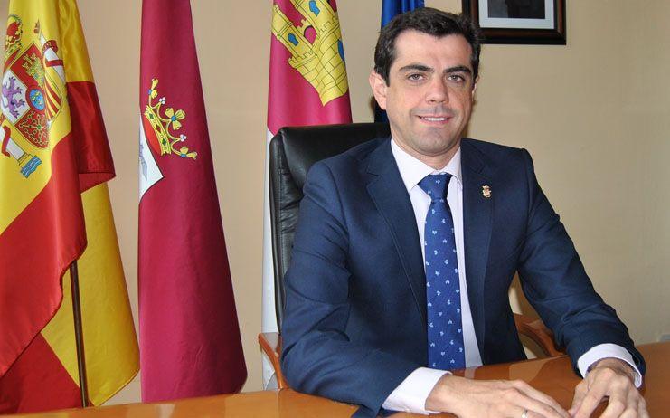 Javier Cuenca baja los impuestos, congela las tasas y amplia las bonificaciones