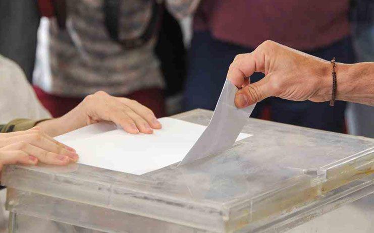 Las elecciones generales del domingo cuestan 136 millones y convocan a las urnas a 226.000 nuevos votantes