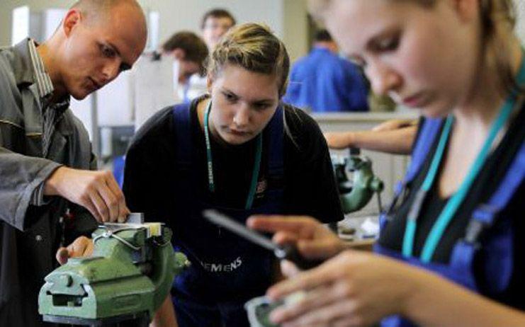 Más del 56 por ciento de los jóvenes formados a través de los proyectos desarrollados por entidades han conseguido un puesto de trabajo