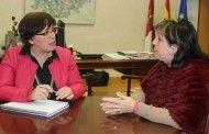 La alcaldesa de Villarrubia solicita a la Junta la ampliación del IES Guadiana y apoyo para infraestructuras de saneamiento y abastecimiento