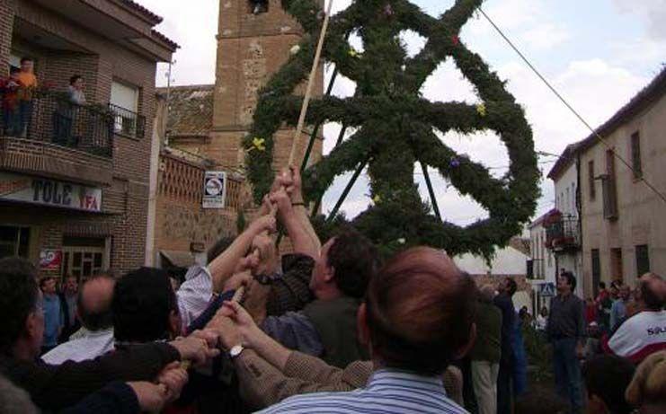 Un mercado medieval y una mascletá acompañarán este año la celebración de La Cruz de Mayo de Noez