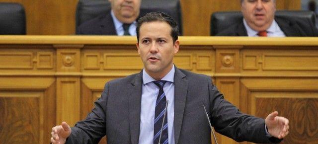 Velázquez califica a García Molina y a Podemos de socios prioritarios de Page para llevar a cabo las más nefastas políticas en nuestra tierra