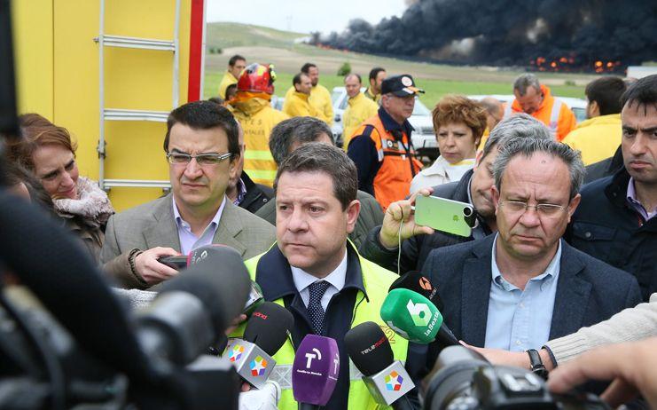 El incendio de neumáticos de Seseña queda confinado a 11 hectáreas y los bomberos confían en que no se propague