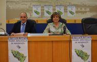 González Vilches presenta la exposición de minerales en el IES Puerta de Cuartos