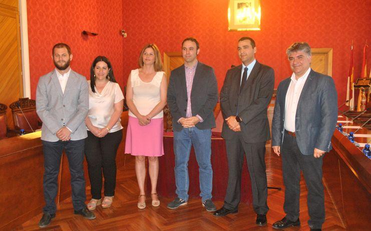 El grupo popular presenta a su nuevo concejal en la Corporación municipal