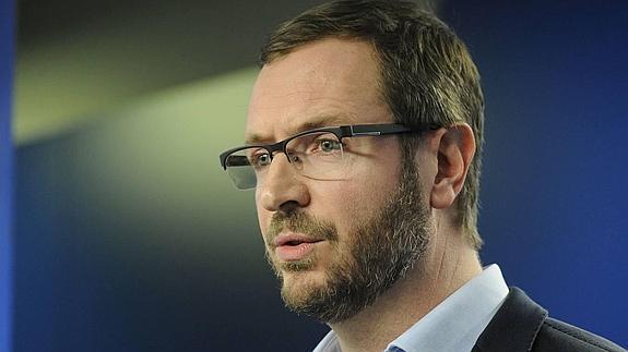 """El PP acusa a Vox de recibir financiación de la extrema derecha europea que tiene a Puigdemont como un """"héroe"""""""