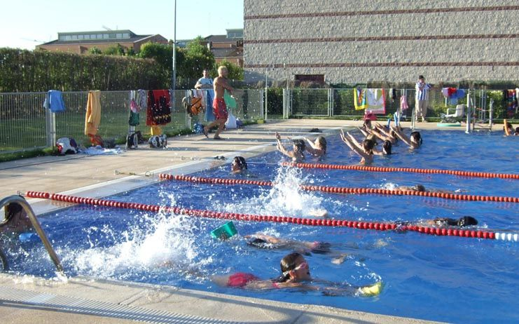 La piscina municipal de marchamalo abre clmpress for Oferta de piscina