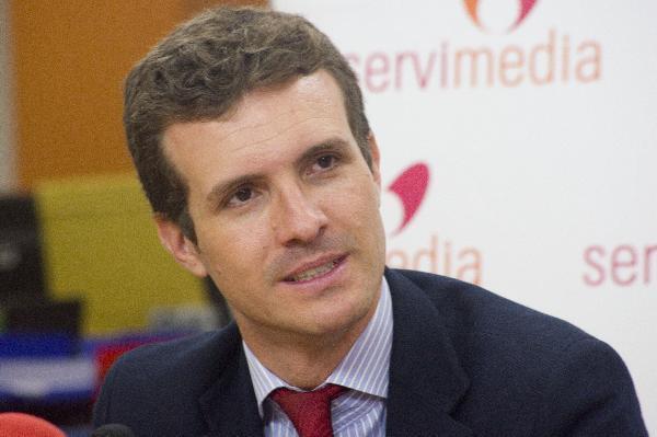 Casado defiende un presidente del PP elegido a 'doble vuelta' frente a las primarias de Cifuentes