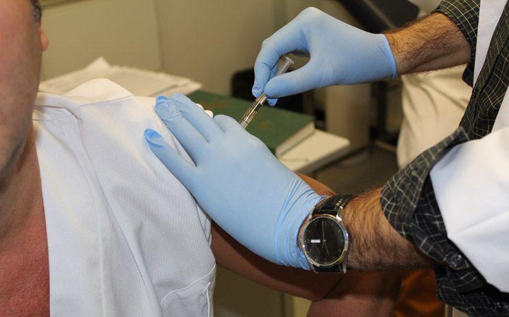 Illa asegura que la vacunación frente al Covid-19 no será obligatoria y empezará en enero