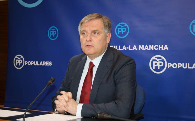 Cañizares critica la situación indigna que están viviendo los pacientes y los profesionales de la Sanidad de la región