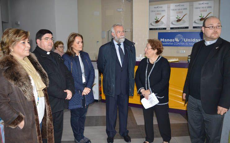 Jaime Ramos ha visitado el mercadillo benéfico que Manos Unidas