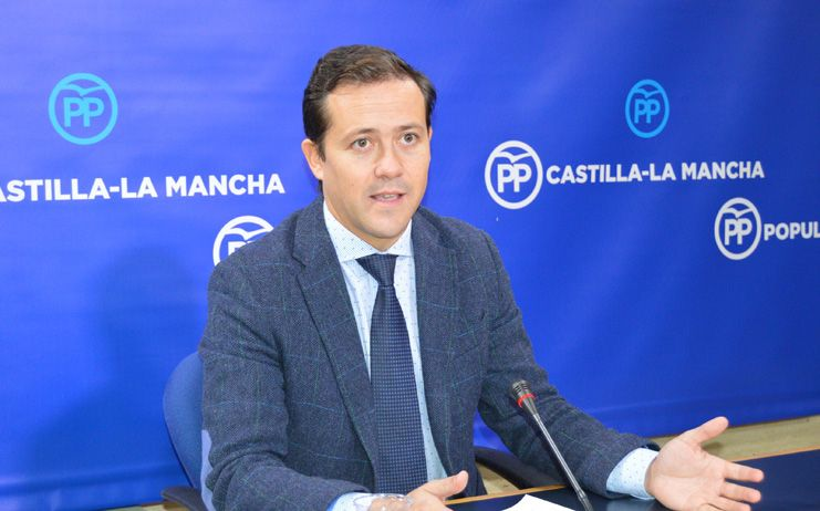 Velázquez denuncia el sufrimiento de los pacientes y del personal sanitario por el colapso derivado de la mala gestión de Page