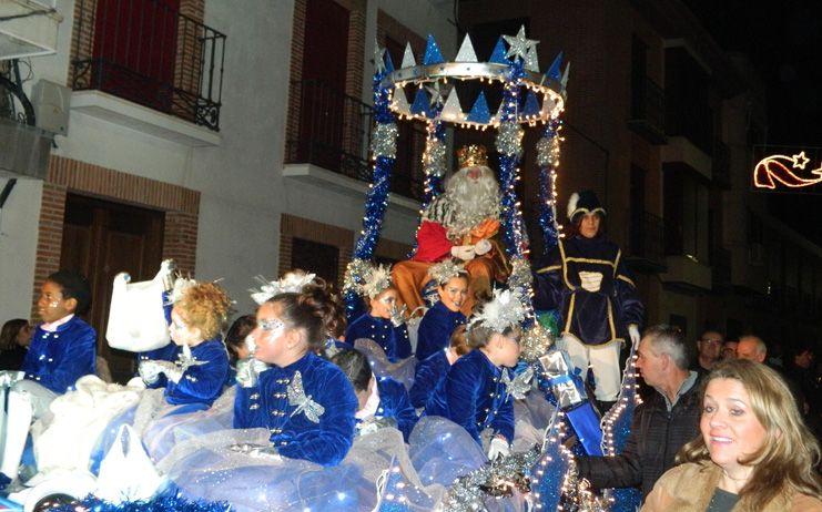 Los Reyes Magos llenan de ilusión la noche más esperada del año, por los niños almodovenses