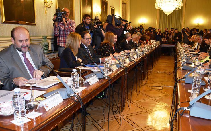 Las CCAA acuerdan con el Gobierno de España suprimir la tasa de reposición en las ofertas de empleo público en sanidad, educación y servicios sociales