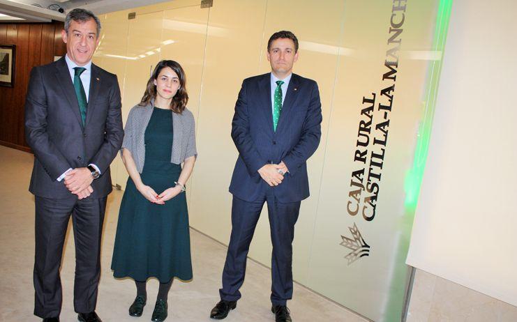 La secretaria general de la UNACC visita Caja Rural Castilla-La Mancha