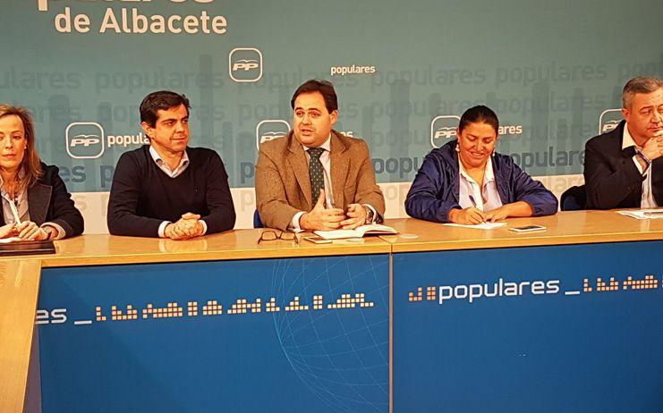 El PP critica la gestión de Page por la falta de Presupuestos, el caos sanitario y la amenaza de los nuevos planes ZEPA