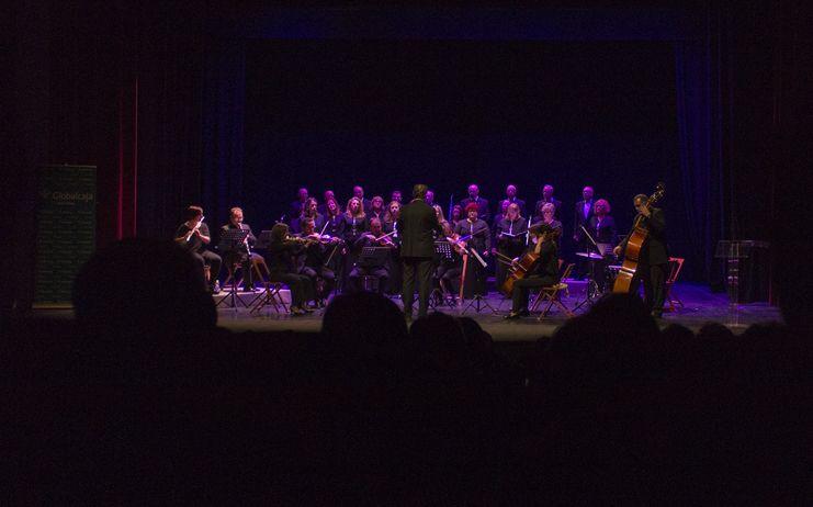 Exito del concierto benefico