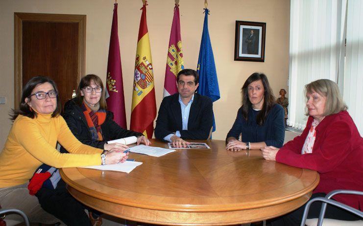Javier Cuenca felicita a Medicus Mundi Castilla-La Mancha por el trabajo que realiza en materia de cooperación internacional y solidaridad