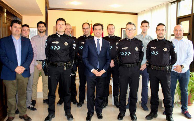 """Javier Cuenca afirma que """"es una excelente noticia comenzar el año incorporando seis nuevos agentes a la plantilla de la Policía Local"""""""