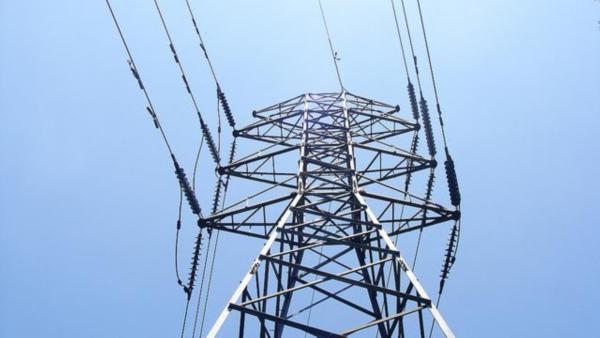 El precio de la electricidad bajó un 0,7% en julio pero fue un 6,4% más alto que hace un año