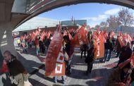 Más de 400 personas, trabajadores del transporte sanitario y sindicalistas de CCOO, se concentran ante el SESCAM