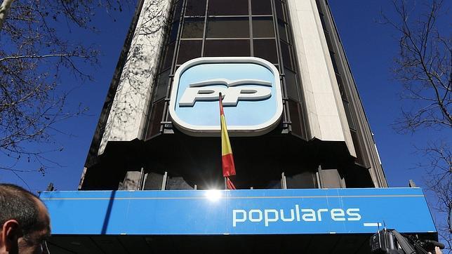 """Casado se niega a seguir """"pagando facturas"""" del pasado y abandona la sede del PP en Génova"""