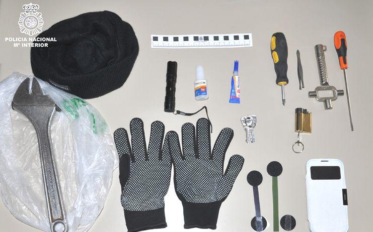 La Policía Nacional , ha detenido en Ciudad Real a tres personas, como presuntas autoras de varios robos con fuerza en viviendas habitadas