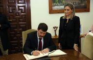 La alcaldesa recibe al presidente de Hungría, János Áder, en una visita privada a Toledo