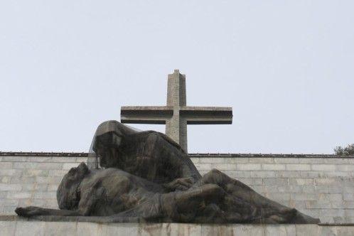 El Congreso aprueba exhumar a Franco con la abstención de PP y Ciudadanos