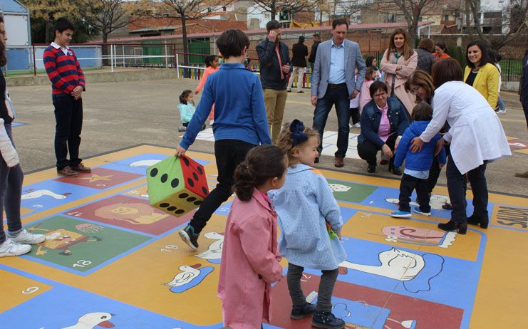 El Gobierno regional compromete la colaboración con las asociaciones de madres y padres tanto con subvenciones como en el fomento de la participación