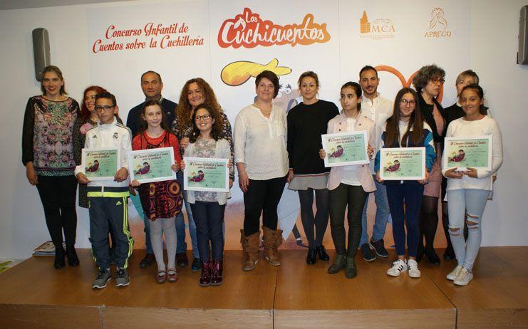 Alejandra Gil del colegio Simón Abril y Dolores Rodríguez del colegio Diocesano  ganadoras del IV Concurso Infantil sobre la Cuchillería