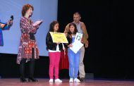 Mª Ángeles Martínez participa en la entrega de diplomas del Certamen de Libros Gigantes