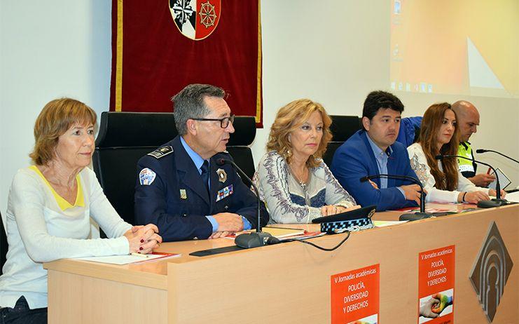 Navarro y Mª Ángeles Martínez asisten a la inauguración de las V Jornadas Académicas sobre Policía, Diversidad y Derechos
