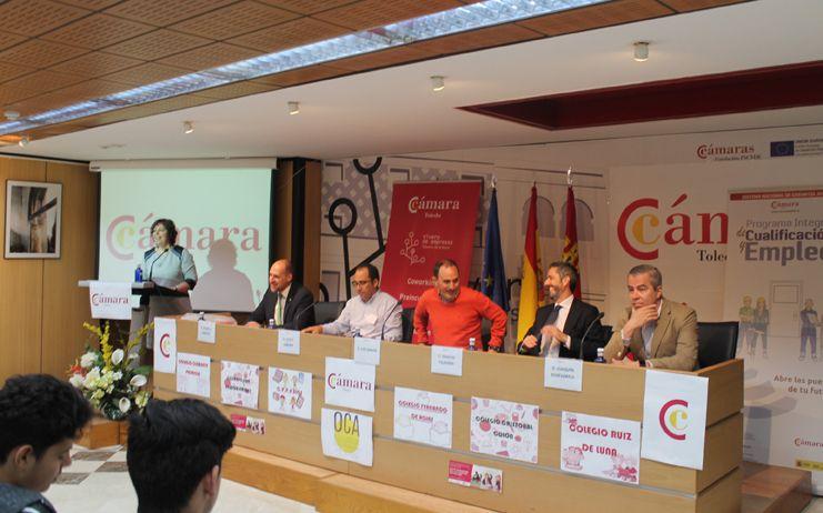 """La Cámara de Comercio organiza """"PEQUEMPRENDE"""" mercadillo de proyectos de Cooperativas de colegios de Talavera de la Reina"""