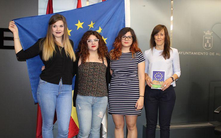 El Ayuntamiento celebra el Día de Europa con una exposición sobre la influencia de la Unión Europea en la vida de los albaceteños