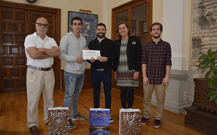 El ganador del segundo concurso #toledoenamora recibe su premio, una cena en el restaurante 'La Cave' de Toledo