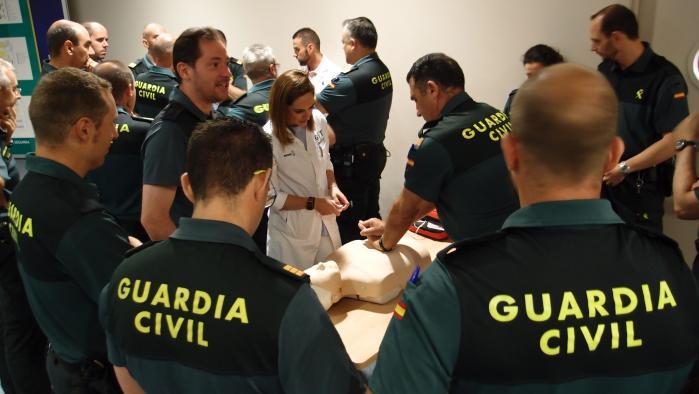 Profesionales de Urgencias del Hospital de Tomelloso forman a una treintena de agentes de la Guardia Civil en primeros auxilios
