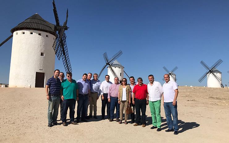Tirado ensalza el modelo de turismo de España como un ejemplo para
