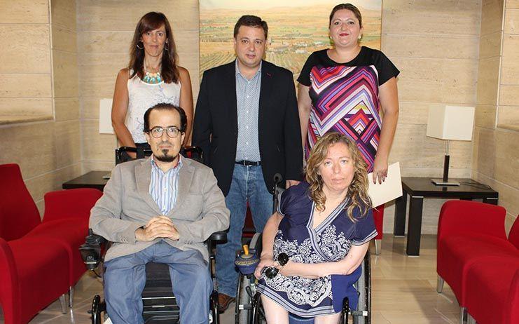 El Ayuntamiento de Albacete contratará a tres trabajadores sociales para atender a las personas del Plan de Empleo con discapacidad