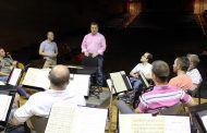 Manuel Serrano acude al ensayo de la Banda Sinfónica Municipal de Albacete