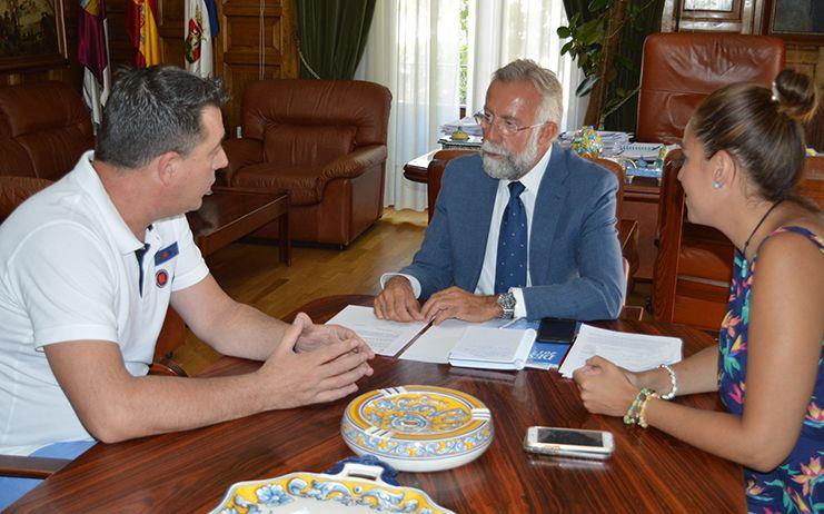 Ramos pide al rector de la Universidad un acuerdo económico con el CF Talavera, similar al suscrito con el Club Deportivo Toledo