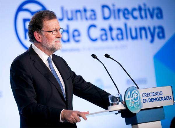 Rajoy dice que la Constitución es un