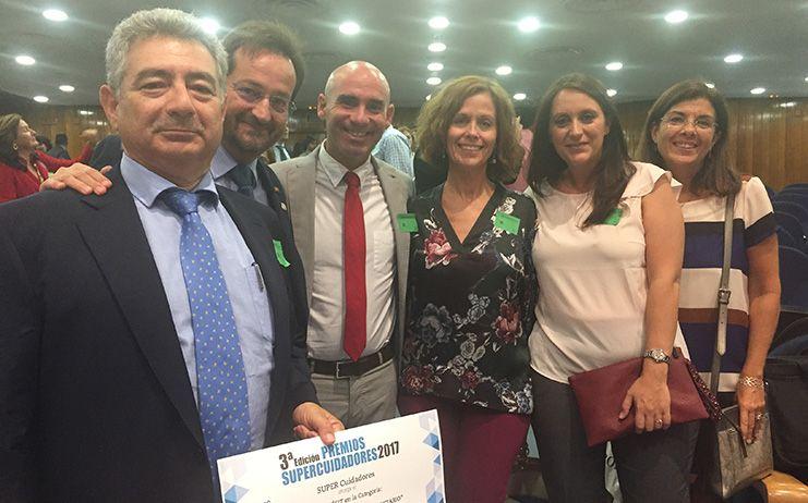 Jose Luis Martinez Jiménez vuelve recibe el galardón de los Premios Supercuidadores 2017