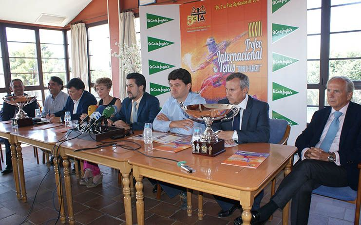 Francisco Navarro asiste a la presentación del Trofeo Internacional de Tenis