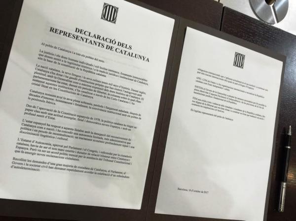 Cataluña. Puigdemont firma una
