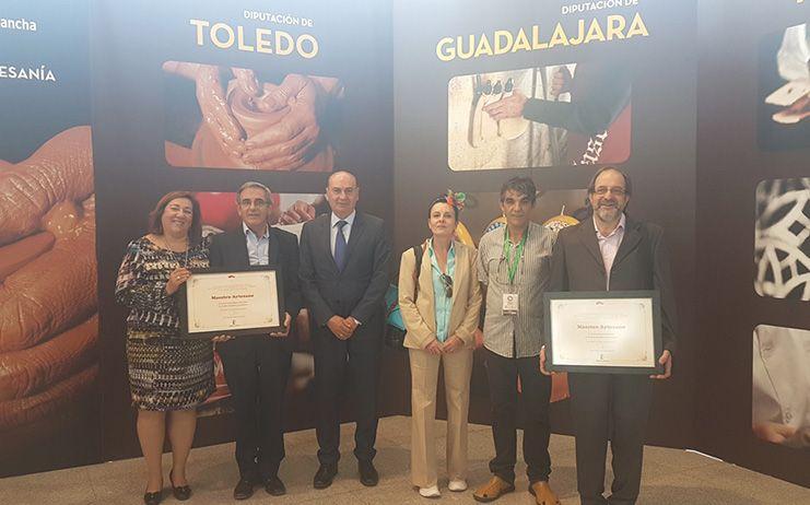 El presidente de la Diputación felicita a los artesanos de Guadalajara premiados en FARCAMA