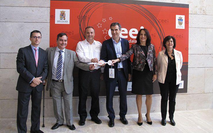Román conoce de primera mano las inquietudes de las empresas del CEEI de Guadalajara