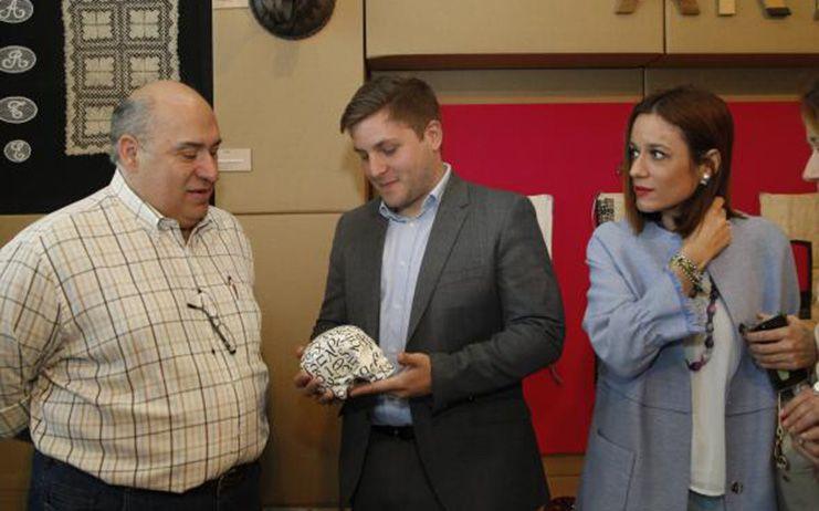 El Gobierno regional destaca las más de 35.000 visitas que lleva acumuladas FARCAMA desde su apertura y pone en valor la colaboración con el sector artesano
